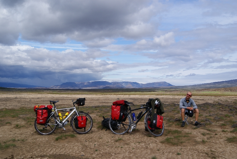 Lunch break with Porisjökull in the background